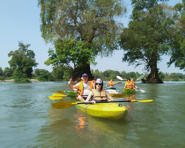 dolphin-kayaking-adventure-kratie-cambodia-10