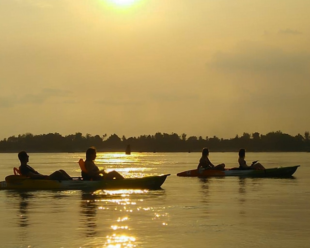 dolphin-kayaking-adventure-kratie-cambodia-13