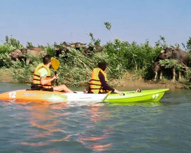 dolphin-kayaking-adventure-kratie-cambodia-16
