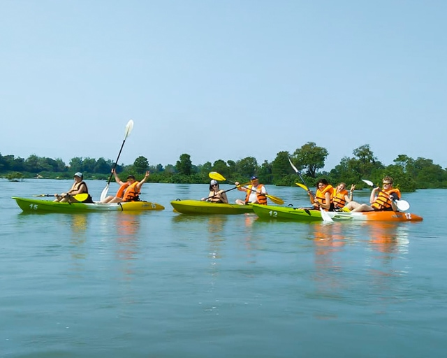 dolphin-kayaking-adventure-kratie-cambodia-17