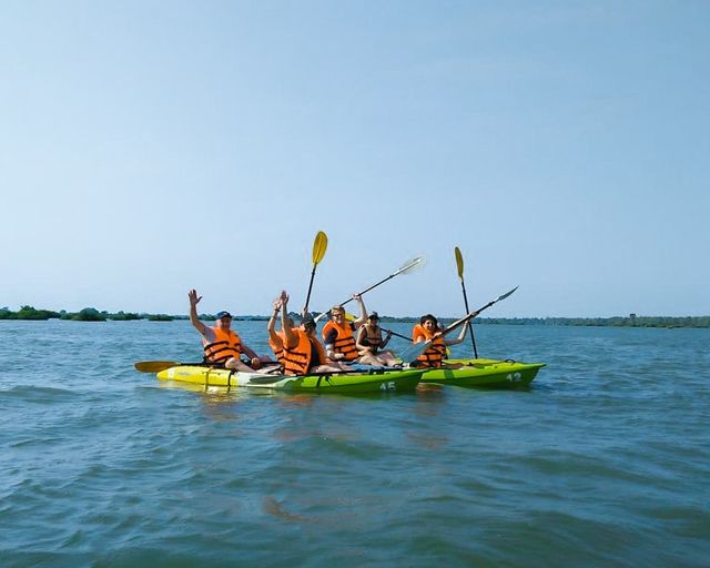 dolphin-kayaking-adventure-kratie-cambodia-18