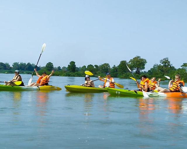 dolphin-kayaking-adventure-kratie-cambodia-7