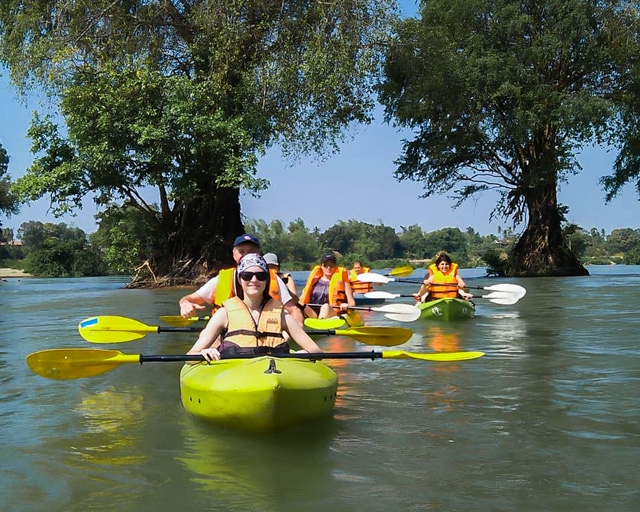 dolphin-kayaking-adventure-kratie-cambodia-9